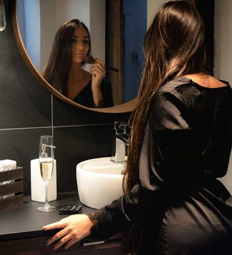 Belle femme robe de chambre noire Aswear